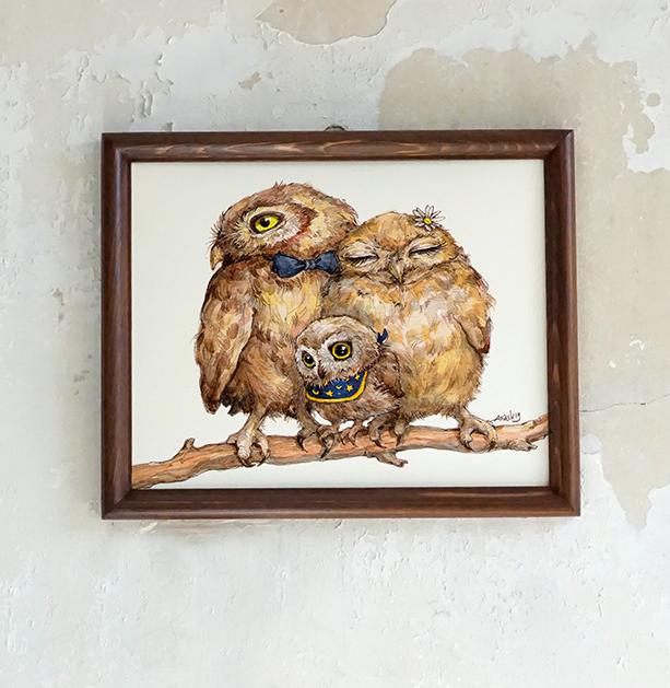 Картинката не може да има празен alt атрибут; името на файла е Buhali-semeistvo-podaruk-wall-art-decor-Anelia-Pashova-illustration-APASH-illustration-family-owls-1.jpg